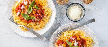 Spaghettisaus van zoete puntpaprika's